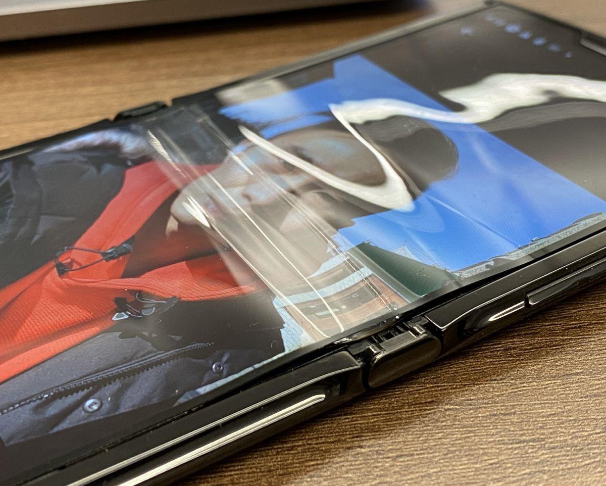 Motorola Razr display peels in just one week (Update: Motorola responds) - Tom's Guide