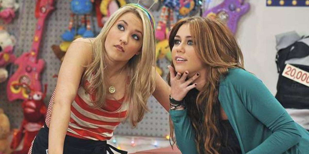 Emily Osment as Lilly Truscott and Miley Cyrus as Miley Stewart in Hannah Montana