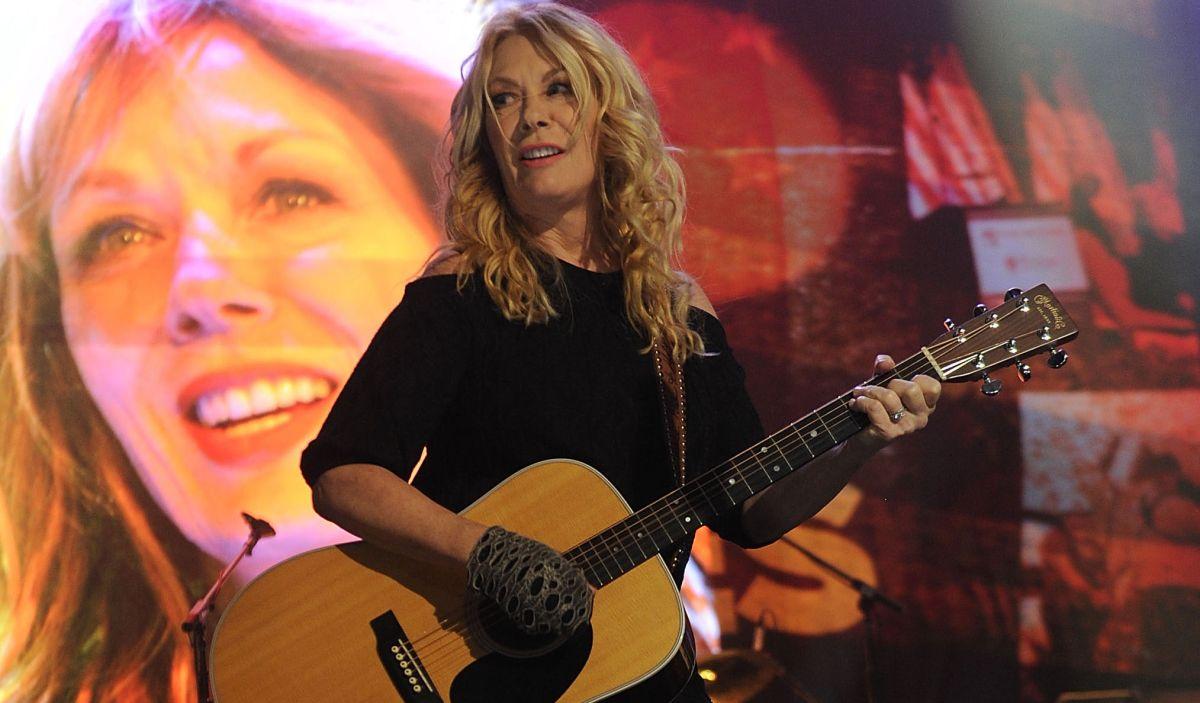 "Watch Nancy Wilson Give a Porch-Side Performance of ""4 Edward,"" Her Tribute to Eddie Van Halen"