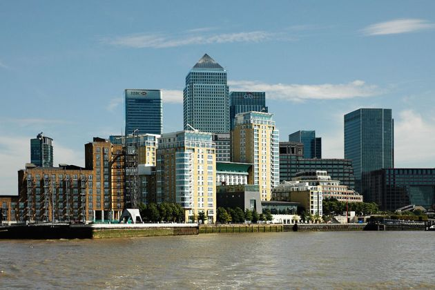 1024px-london_canary_wharf_from_thames_2011-03-05
