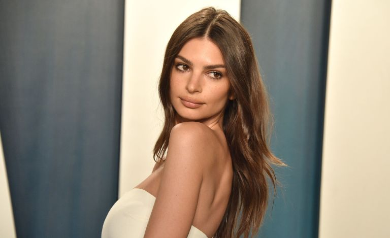 Emily Ratajkowski attends the 2020 Vanity Fair Oscar Party at Wallis Annenberg Center for the Performing Arts on February 09, 2020 in Beverly Hills, California.