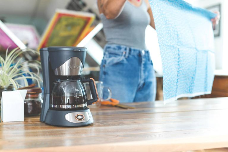These stylish dorm room coffee makers are under $50