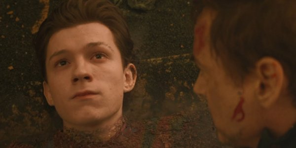 Avengers: Infinity War Spider-Man fading into dust in front of Tony Stark