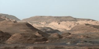 Curiosity Rover Looks Toward Mount Sharp's Higher Regions