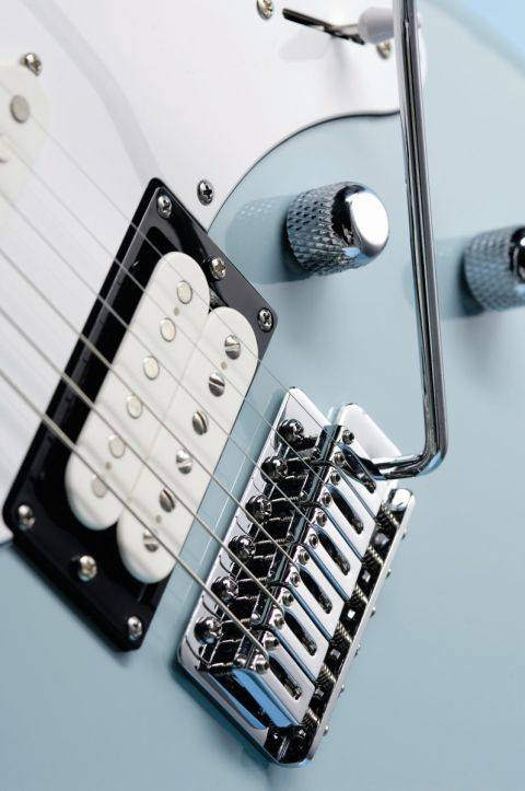 The bridge humbucker can now be coil-split