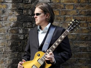 Bonamassa brings the blues to the people