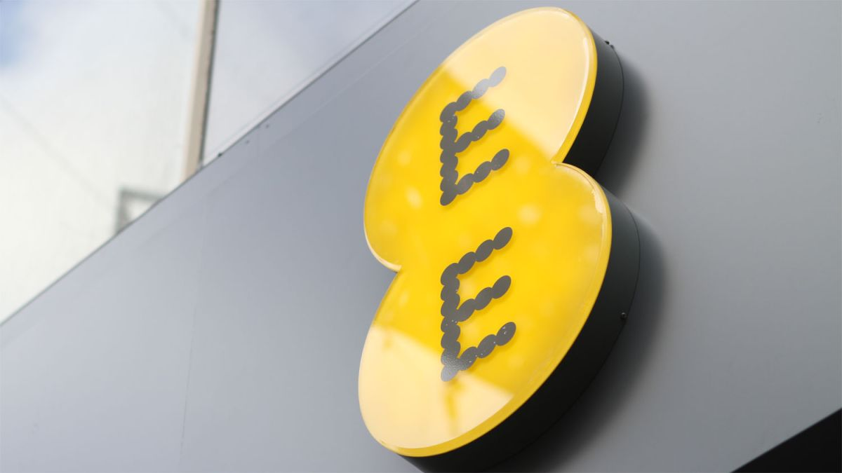 'Best network in the UK' EE suffers major nationwide outage