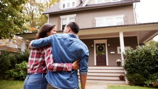 U.S. home sales hit 14-year high as low mortgage rates spur buyers into action - here's how home buyers can capitalize