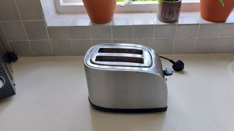 toaster after toothpaste cleaning hack