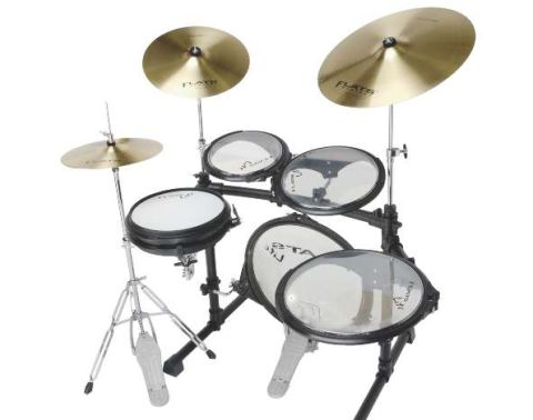 Transparent double-ply heads are fi tted on the toms, which sound melodic, punchy and fat
