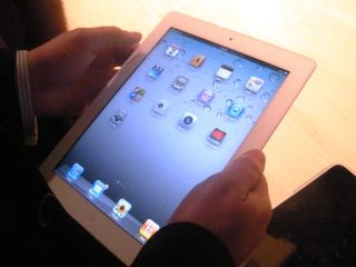 """""""App downloads hit 1.2 billion in last week of 2011"""""""