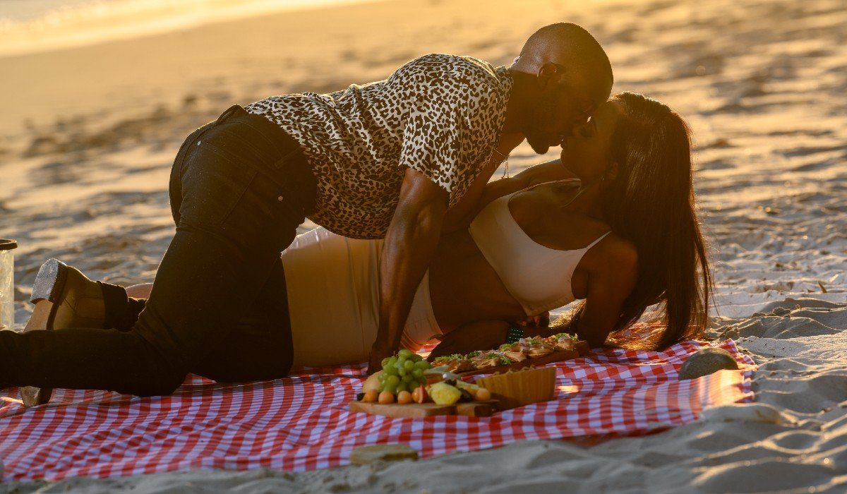couple making out on the beach Netflix