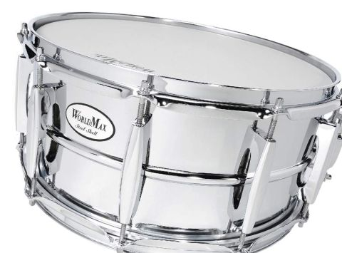 The lugs of the steel snare are reminiscent of Pearl´s