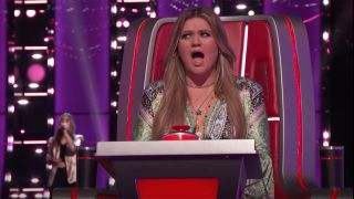 Kelly Clarkson in screenshot from The Voice 2021