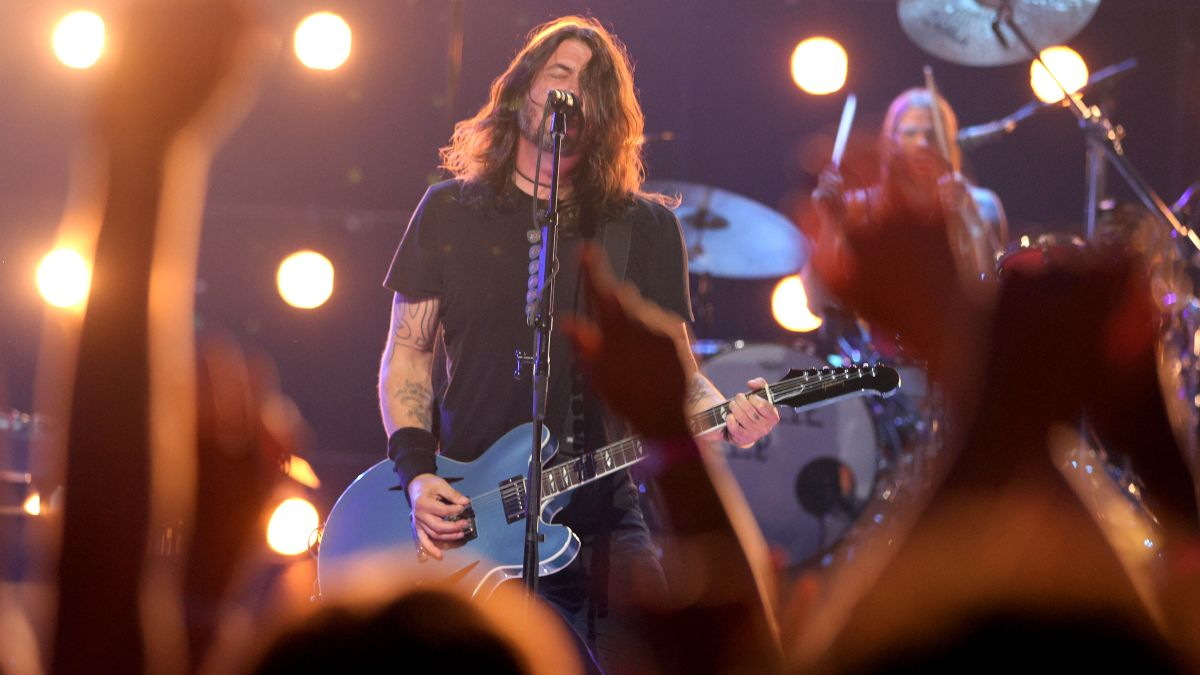 Watch Foo Fighters tear through a three-song medley and pay tribute to Charlie Watts at the MTV Video Music Awards