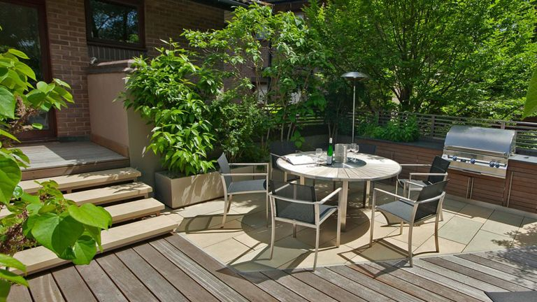 Small garden decking ideas: Highgate rooftop terrace by My Landscapes