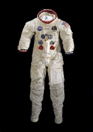 """This space suit was worn by Apollo 1<div class=""""e3lan e3lan-in-post1""""><script async src=""""//pagead2.googlesyndication.com/pagead/js/adsbygoogle.js""""></script> <!-- Text_Display_Ad --> <ins class=""""adsbygoogle""""      style=""""display:block""""      data-ad-client=""""ca-pub-7542518979287585""""      data-ad-slot=""""2196042218""""      data-ad-format=""""auto""""></ins> <script> (adsbygoogle = window.adsbygoogle 