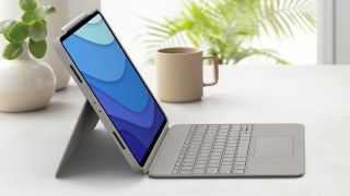 Logitech Combo Touch for iPad Air (2020)