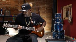 Eric Gales playing the electric guitar