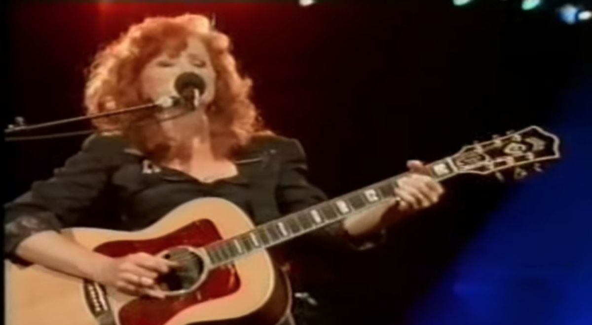 Bonnie Raitt Lays Down an Acoustic Blues — Video Finds