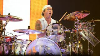 RHCP live in 2012, Chad Smith featured