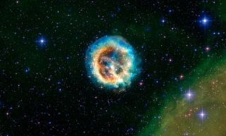 On 10th Birthday, Chandra Spies Stellar Explosion