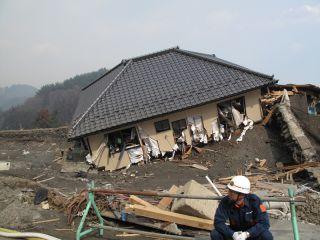 Road through Kamaishi