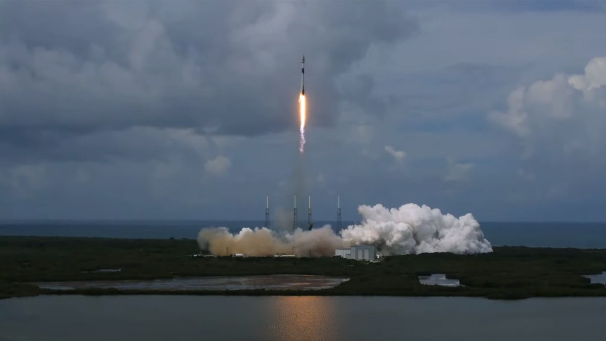 SpaceX launches 88 satellites into orbit and nails rocket landing - Space.com