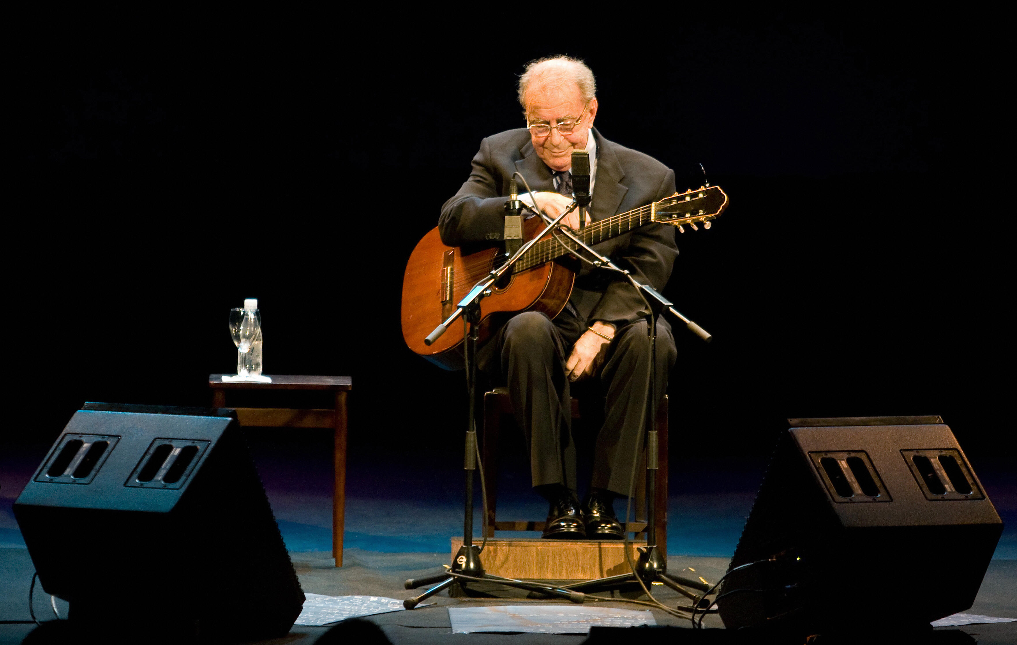 Bossa Nova Pioneer João Gilberto Dead at 88 | Guitarworld