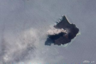 krakatau-smoking-nasa-101123-02