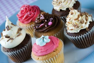 Five cupcakes on a plate.