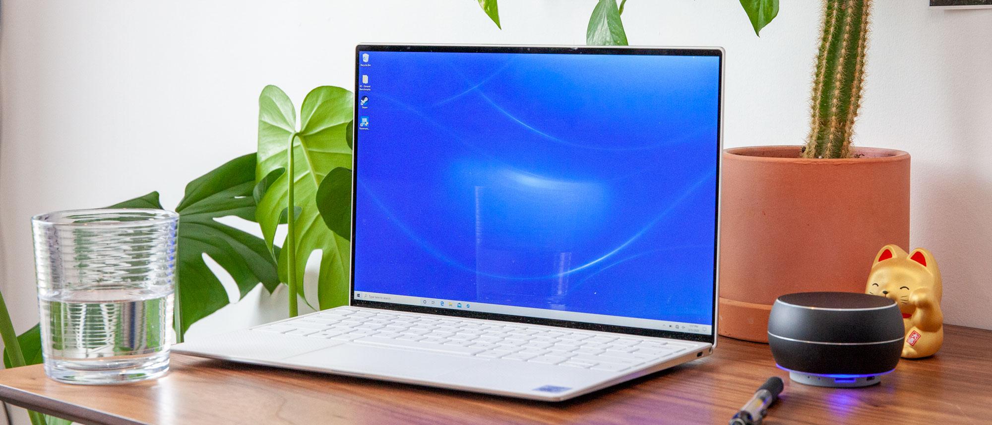 Dell XPS 13 vs MacBook Pro - XPS 13 at desk