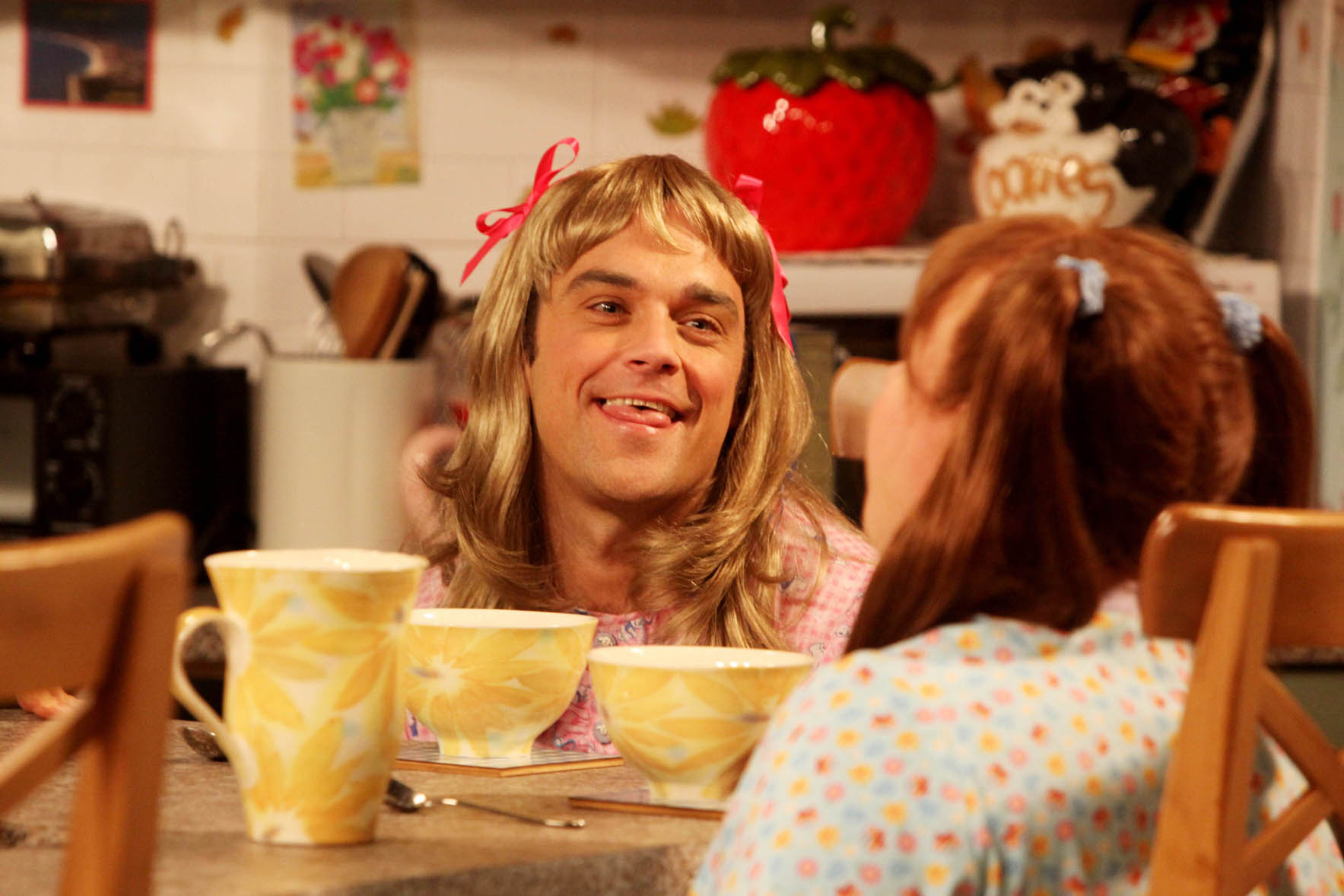 Watch Robbie Williams in Little Britain (VIDEO)