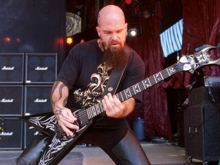King rocks his BC Rich live (© Monster Cable)