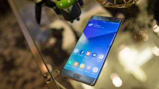"""Samsung issues Note 7 software update to extinguish battery problems"