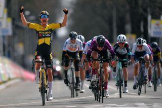 Marianne Vos (Jumbo-Visma) wins Amstel Gold Race 2021