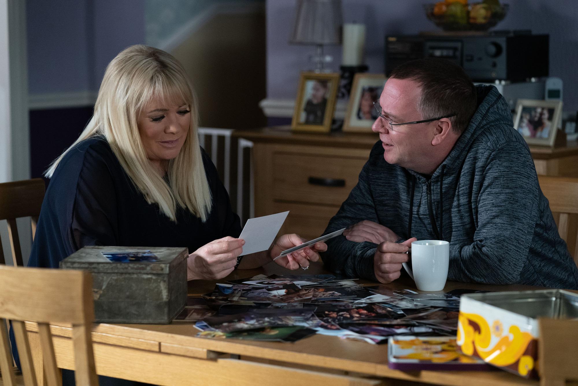 Ian Beale y Sharon Mitchell en EastEnders