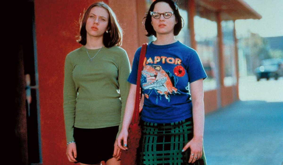 Ghost World Scarlet Johansson and Thora Birch walking together outside