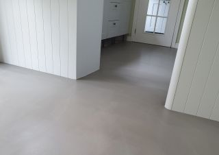 how to level a floor with a floor screed