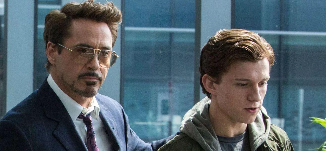 Tony Stark (Robert Downey Jr.) puts a hand on Peter Parker's (Tom Holland) back in Spider-Man: Homec