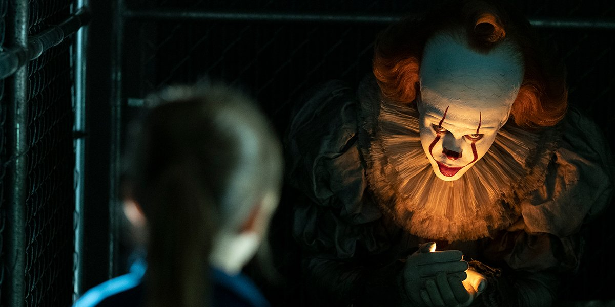 Pennywise beckoning a little girl to come to him