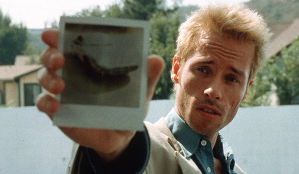 Memento Guy Pearce shows a photograph to the camera