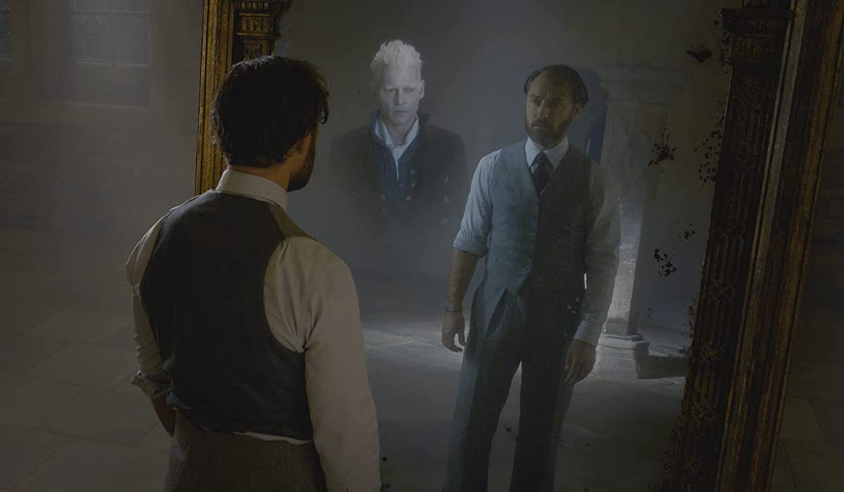 Jude Law and Johnny Depp as Dumbledore and Grindelwald in Fantastic Beasts