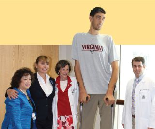 The world's tallest living man Sultan Kosen poses with (left to right) Sophie Yu, Kelly Garrett, Dr. Mary Lee Vance, and Dr. Jason Sheehan during a visit to the University of Virginia Medical Center.