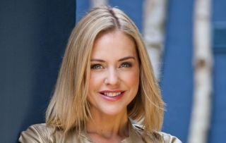 CINDY played by Stephanie Waring