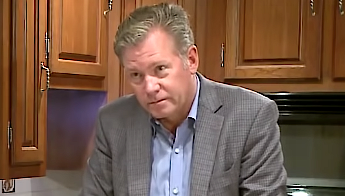 Chris Hansen confronts a man on Crime Watch Daily