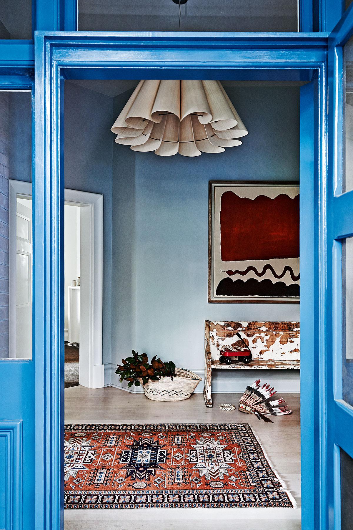 蓝色门厅渐变墙