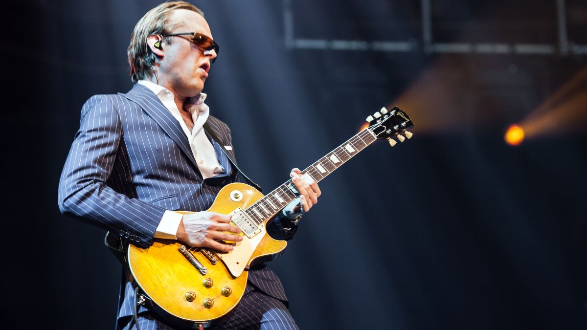 "Joe Bonamassa hails Jeff Beck as ""the best rock guitar player in the world"""