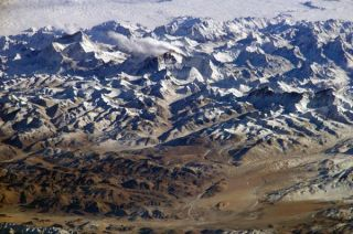 mount-everest-nasa-101108-02