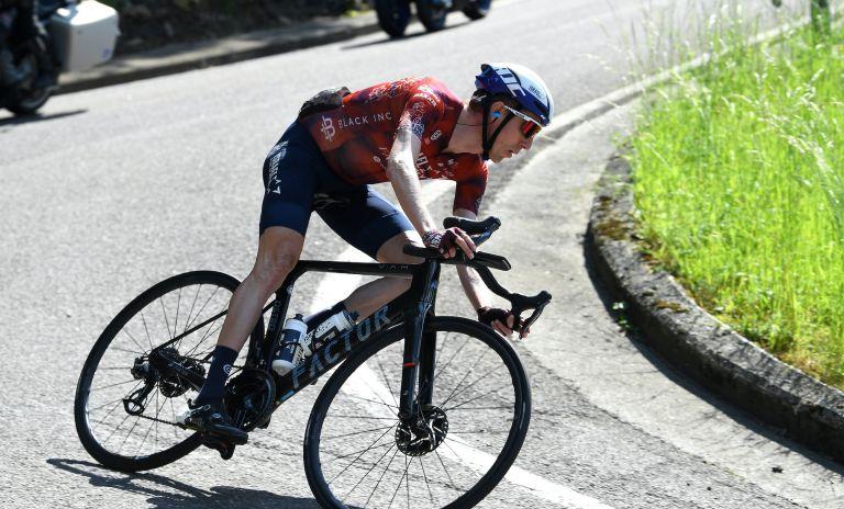 Dan Martin wins stage 17 of the Giro d'Italia